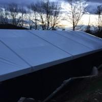 Montage en cours de la structure : toiture thermo-gonflée