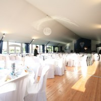 Salle en configuration réception