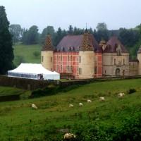 Mariage sous Chapiteau bambou de 300m² (10x30m) au Château de Menessaire