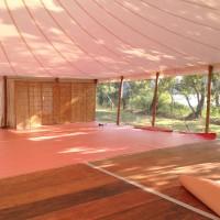 Mariage sous Chapiteau bambou de 375m² (15x25m) avec rideaux cristal tendus à chaud